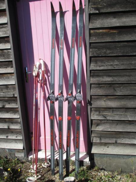 ski de fond finlandais + batons,