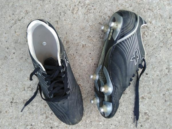 Chaussures à crampons T43