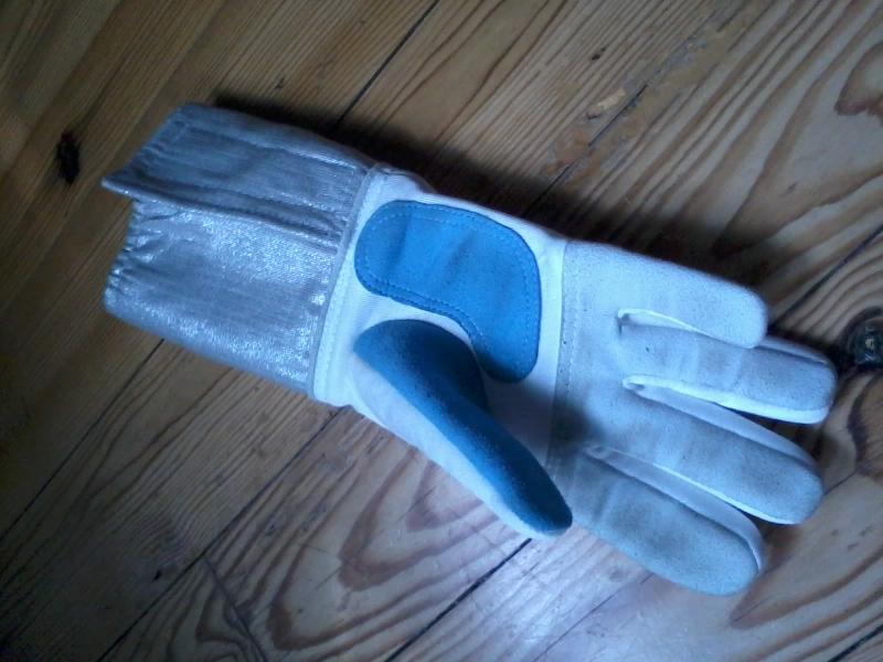 gant droitier sabre électrique