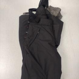 Pantalón con tirantes de esquí