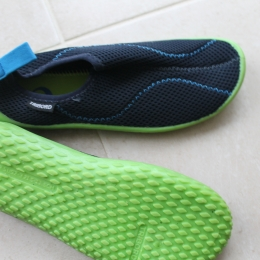 Chaussures aquatiques  100 enfant bleues foncées vertes