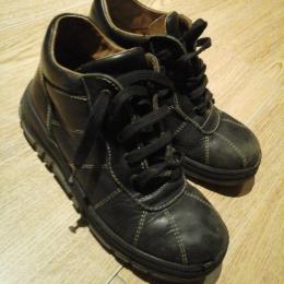 chaussures montantes noires à lacets 35