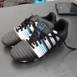Chaussures foot enfant noir bleu blanc
